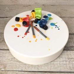 Pezzo unico: Contenitore bianco + coperchio decorato con pennelli e tubetti di colore