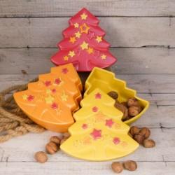 Regali di Natale. Contenitore natalizio a forma di pino, decorato con stelle
